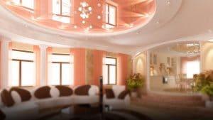 Белый с розовым зеркальный натяжной потолок