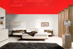 Красный - цвет глянцевого натяжного потолка в интерьере