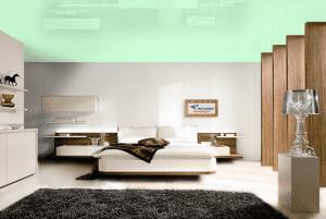 Бирюзовый - цвет глянцевого натяжного потолка в интерьере