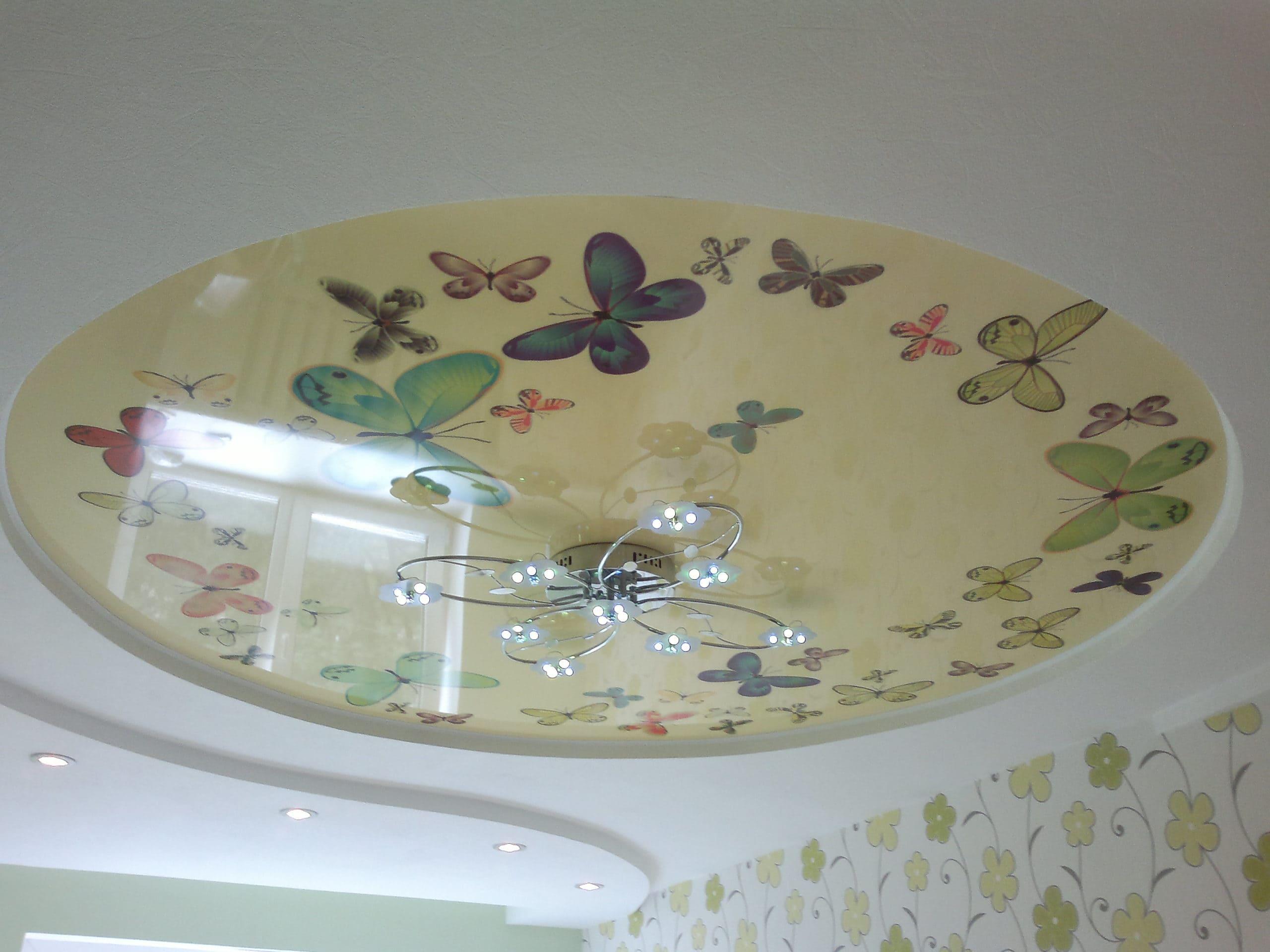 Круглый натяжной потолок с фотопечатью Бабочки