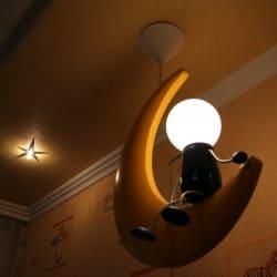 Натяжной потолок в детской со светильником - галерея Строй Комфорт