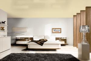 Бледно золотой - цвет сатинового натяжного потолка в интерьере