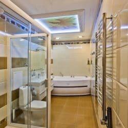 Натяжной потолок в ванной - галерея Строй Комфорт