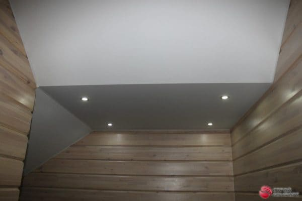 Белый матовый натяжной потолок на мансарде - галерея работ Строй Комфорт