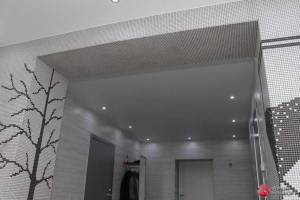 Белый матовый натяжной потолок в коридоре - галерея работ Строй Комфорт