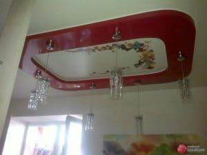 Белый натяжной потолок с фотопечатью и красной рамкой - галерея работ Строй Комфорт
