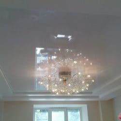 Многоуровневый глянцевый натяжной потолок - галерея работ Строй Комфорт