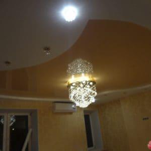 Фигурный коричневый натяжной потолок - галерея Строй Комфорт