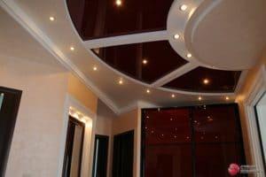 Многоуровневый натяжной потолок с узорными вставками - галерея Строй Комфорт