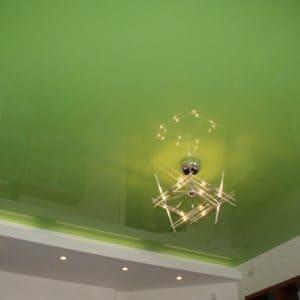 Глянцевый зеленый натяжной потолок - галерея Строй Комфорт