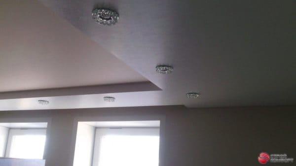 Двухуровневый матовый и фактурный натяжной потолок - галерея Строй Комфорт