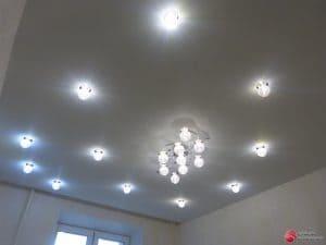 Натяжной потолок со светильниками - галерея Строй Комфорт