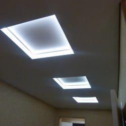 Многоуровневый натяжной потолок с квадратными вставками - Строй Комфорт