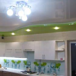 Многоуровневый натяжной потолок - белый с зеленым - Строй Комфорт