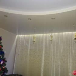 Двухуровневый натяжной потолок - белый и бежевый - Строй Комфорт
