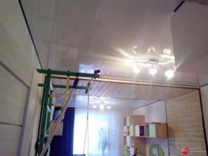 Натяжной потолок с деревянной вставкой - галерея Строй Комфорт
