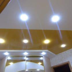 Матовый натяжной потолок с белой вставкой - галерея Строй Комфорт