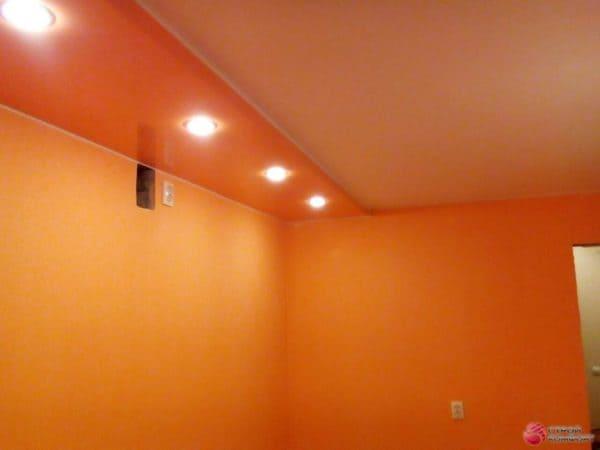 Оранжевый матовый натяжной потолок - галерея Строй Комфорт