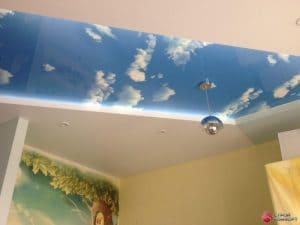Матовый белый натяжной потолок со вставкой Небо- галерея Строй Комфорт