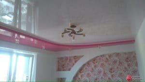 Глянцевый белый натяжной потолок с розовой вставкой- галерея Строй Комфорт