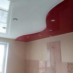 Глянцевый белый с красным натяжной потолок - галерея Строй Комфорт