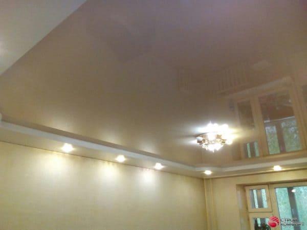 Глянцевый бежевый натяжной потолок - галерея Строй Комфорт