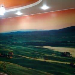 Оранжевый натяжной потолок и фотообои - галерея работ Строй Комфорт