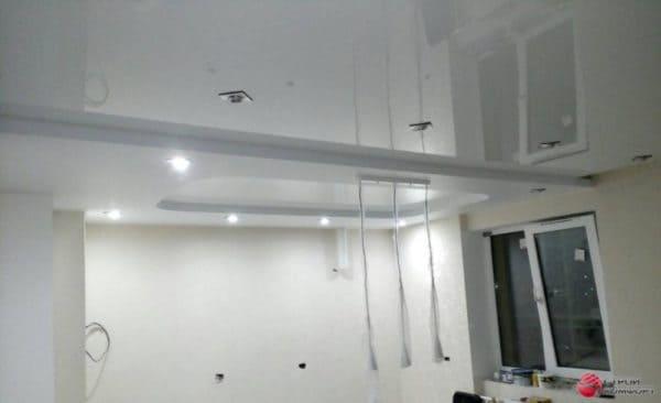 Белый глянцевый натяжной потолок - галерея работ Строй Комфорт