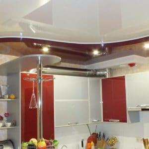 Современный натяжной потолок на кухне