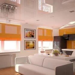 Белый глянцевый натяжной потолок в кухне