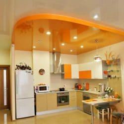 Двухуровневый белый оранжевый натяжной потолок в кухне