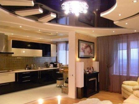 Двухуровневый белый черный натяжной потолок в квартире студии